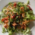 Blattsalat auf dem Teller